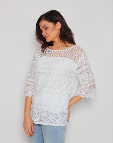 Çiçek Motifli Geniş Yaka Beyaz Bluz